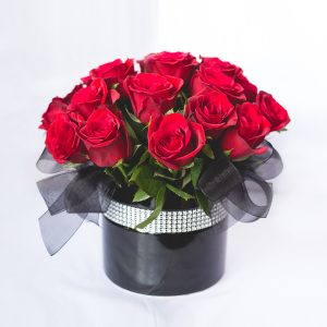 AklFlowers_Roses-BlackPot_web