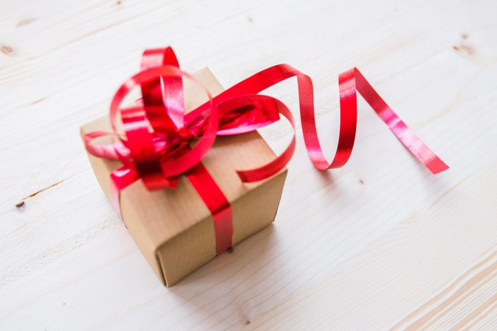 HAMPERS &<br /> GIFTS