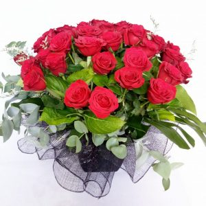 Arrangement red roses